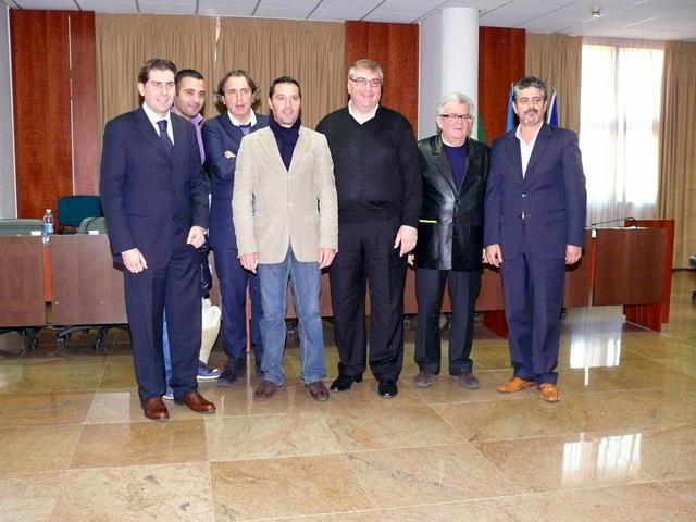 Crisi no grazie comunicato stampa ufficiale for Gruppi politici